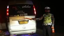 Video: Kecelakaan Maut Elf Vs Truk di Tol Cipali, 1 Orang Tewas!