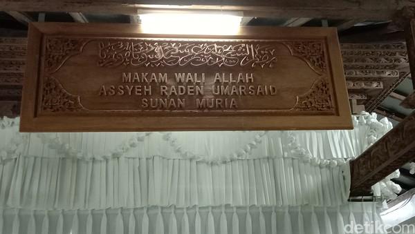 Makam Sunan Muria juga berada di dalam kawasan masjid, yaitu Masjid Muria. Makam berada di Desa Colo, Kecamatan Gawe, Kabupaten Kudus, Jawa Tengah. (Foto: Dian Utoro Aji)