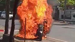 Motor Angkut Bahan Bakar Terbakar Hebat di Semarang, Driver Kabur