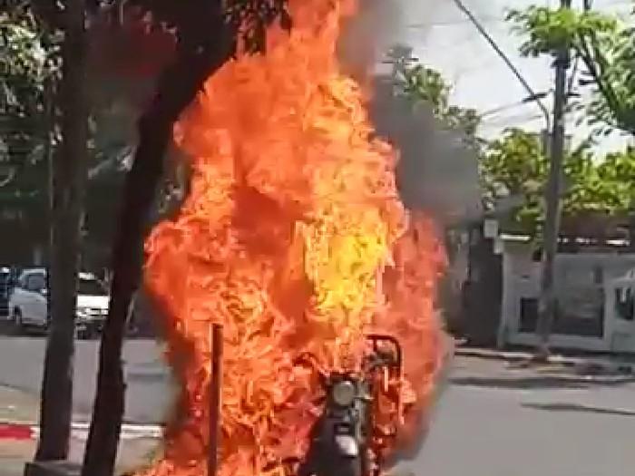 Motor roda tiga terbakar hebat di Semarang, Rabu (2/9/2020)