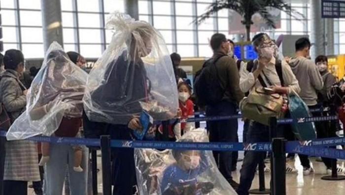 penumpang di bandara