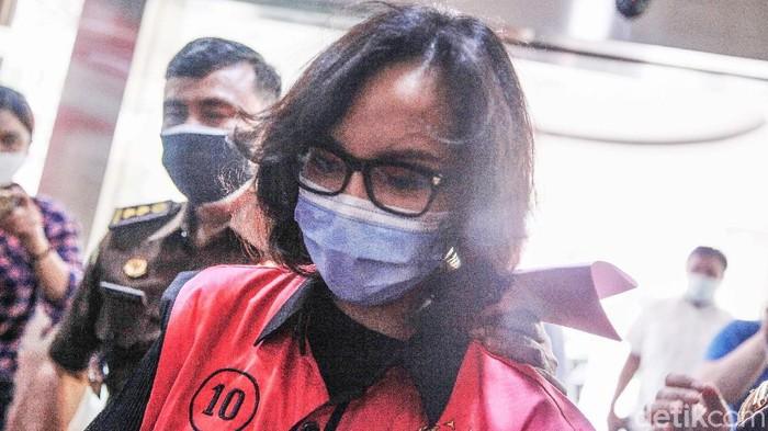 Pinangki Sirna Malasari menjalani pemeriksaan hari ini di Kejaksaan Agung (Kejagung). Bernaju tahanan warna pink, Pinanki diperiksa terkait kasus Djoko Tjandra.