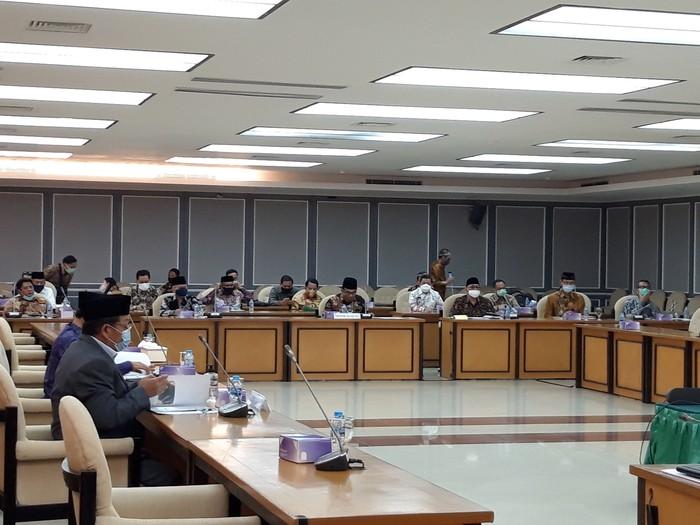 Raker Komisi VIII DPR dengan Menag Fachrul Razi