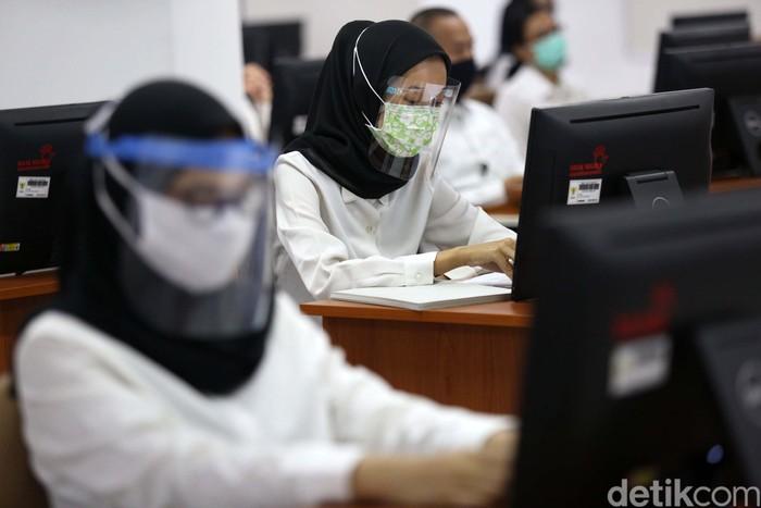 Rangkaian Seleksi Calon Pegawai Negeri Sipil (CPNS) formasi tahun 2019 kembali dilanjutkan. Tes dilakukan dengan protokol kesehatan ketat terkait pandemi COVID-19.