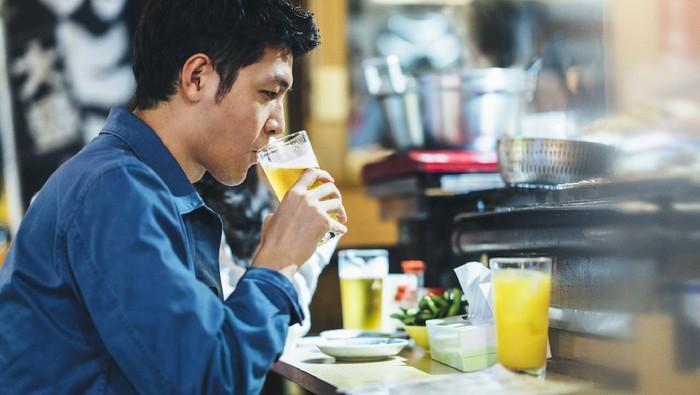 Tolak Minuman Beralkohol dari Bos, Pegawai Baru Ini Ditampar