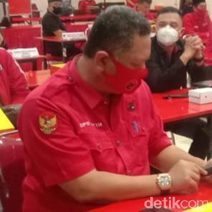Whisnu Sakti Buana saat mendengarkan rekomendasi dari DPP PDIP Whisnu Sakti Buana