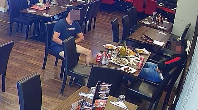 Agar Tak Bayar, Pengunjung Restoran Ini Taruh Rambut Kemaluan di Makanan