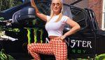 Potret Seksi Artis Porno Berambut Pirang yang Hobi Utak-atik Mobil