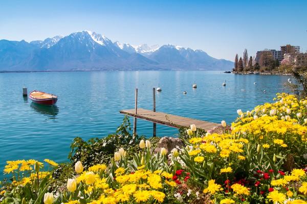 Danau Jenewa begitu berkilau dan memikat. Dengan luas sekitar 582 km, wisatawan bisa puas memandangan Danau Jenewa. (Getty Images/iStockphoto)