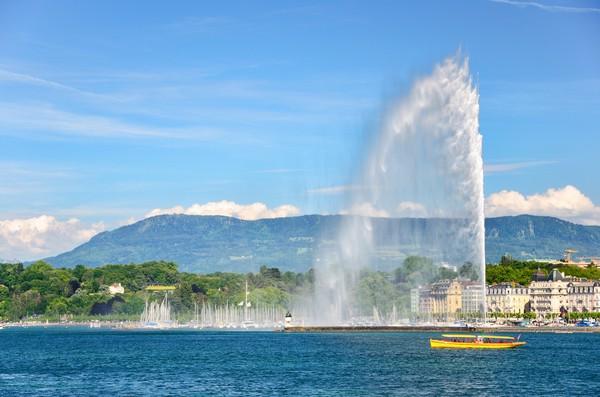Kini Jenewa punya air mancur Jet d'Eau yang terletak di tengah Danau Jenewa. (Getty Images/iStockphoto)