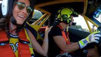Rossi Siap Geber Ferrari, Pacarnya: Gas, Cinta!!