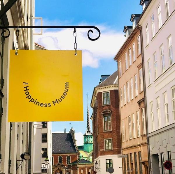 Namanya Happiness Museum atau Museum Kebahagiaan. Museum tak biasa ini berada di bangunan abad ke 18 Admiralgade di Kota Tua, Kopenhagen, Denmark. (The Happiness Museum)