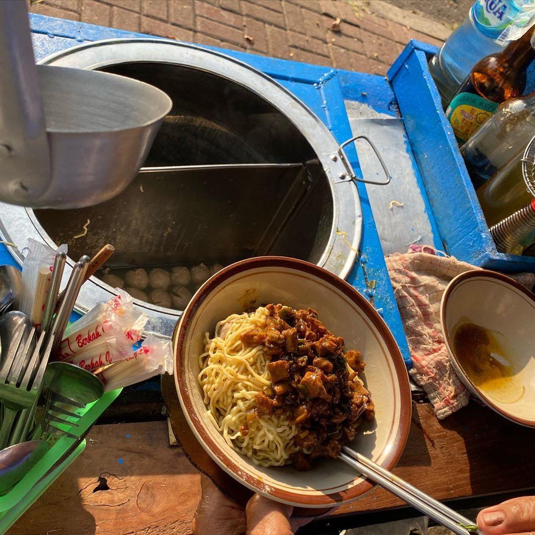 Jajan Mie Ayam di PL, Sandi Uno : Saya Masih Ada Utang Nggak?