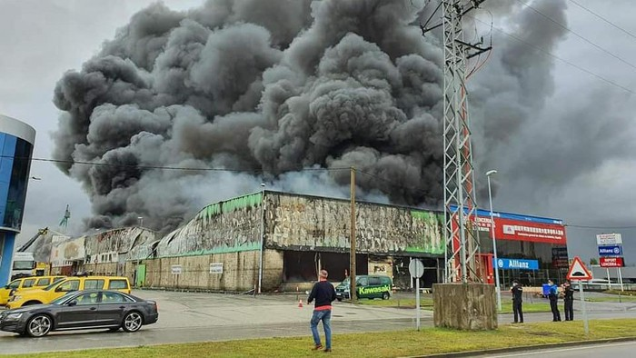 Kebakaran dealer Kawasaki