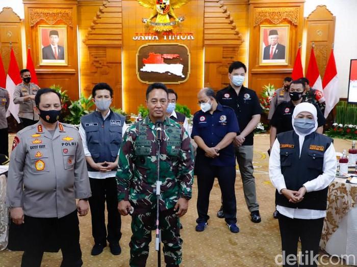 KSAD Jenderal TNI Andika Perkasa di Grahadi