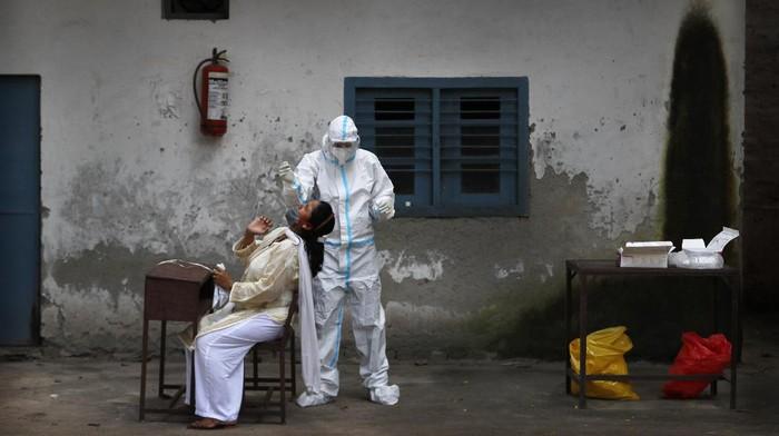 Otoritas India melaporkan lebih dari 83 ribu kasus virus Corona dalam sehari. Angka ini mencetak rekor baru sebagai tambahan kasus harian tertinggi di dunia atau secara global.