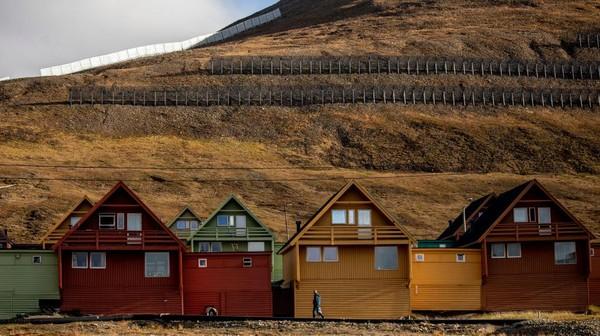 Meski begitu, Longyearbyen menjadi salah satu destinasi wisata populer di kalangan turis dunia. Getty Images/Maja Hitij