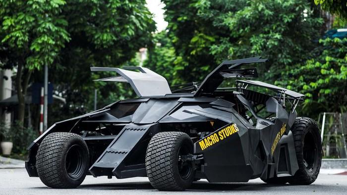 Modifikasi motor menjadi Batmobile