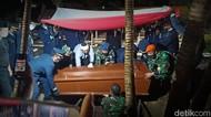 Momen Pemakaman Pilot Pesawat yang Tergelincir di Lanud Iswahjudi