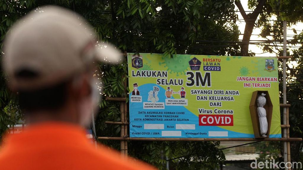 Pocong-Mumi Gentayangan Kampanye Cegah Corona di Jaksel