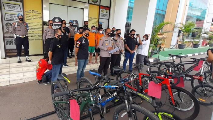 Polisi ringkus sindikat pencurian sepeda Brompton di Tangsel