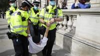10 Orang Ditangkap Saat Polisi Bubarkan Demo Anti Lockdown di London