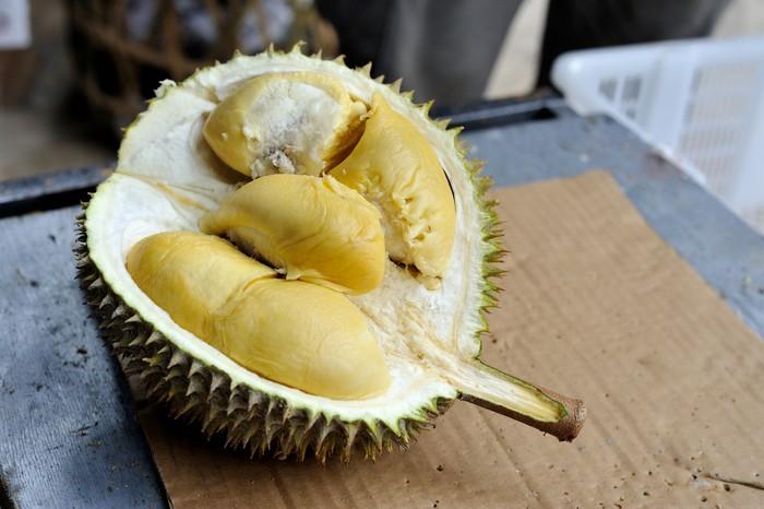 Satu kampung keracunan usai makan durian yang tercemar air laut