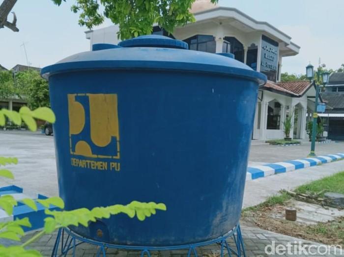 Tandon air dikirim ke perum griya prima, Belang Wetan, Klaten Utara, Klaten, Kamis (3/9/2020).