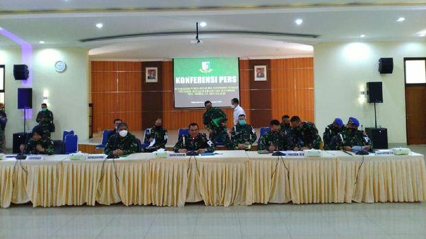 TNI jumpa pers soal penyerangan Polsek Ciracas (Foto: Sachril/detikcom)