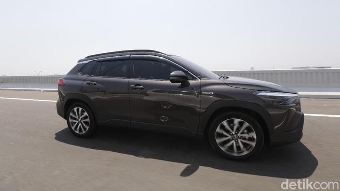 Review Corolla Cross: Mobil Hybrid Murah, Irit, Tak Kalah Mewah