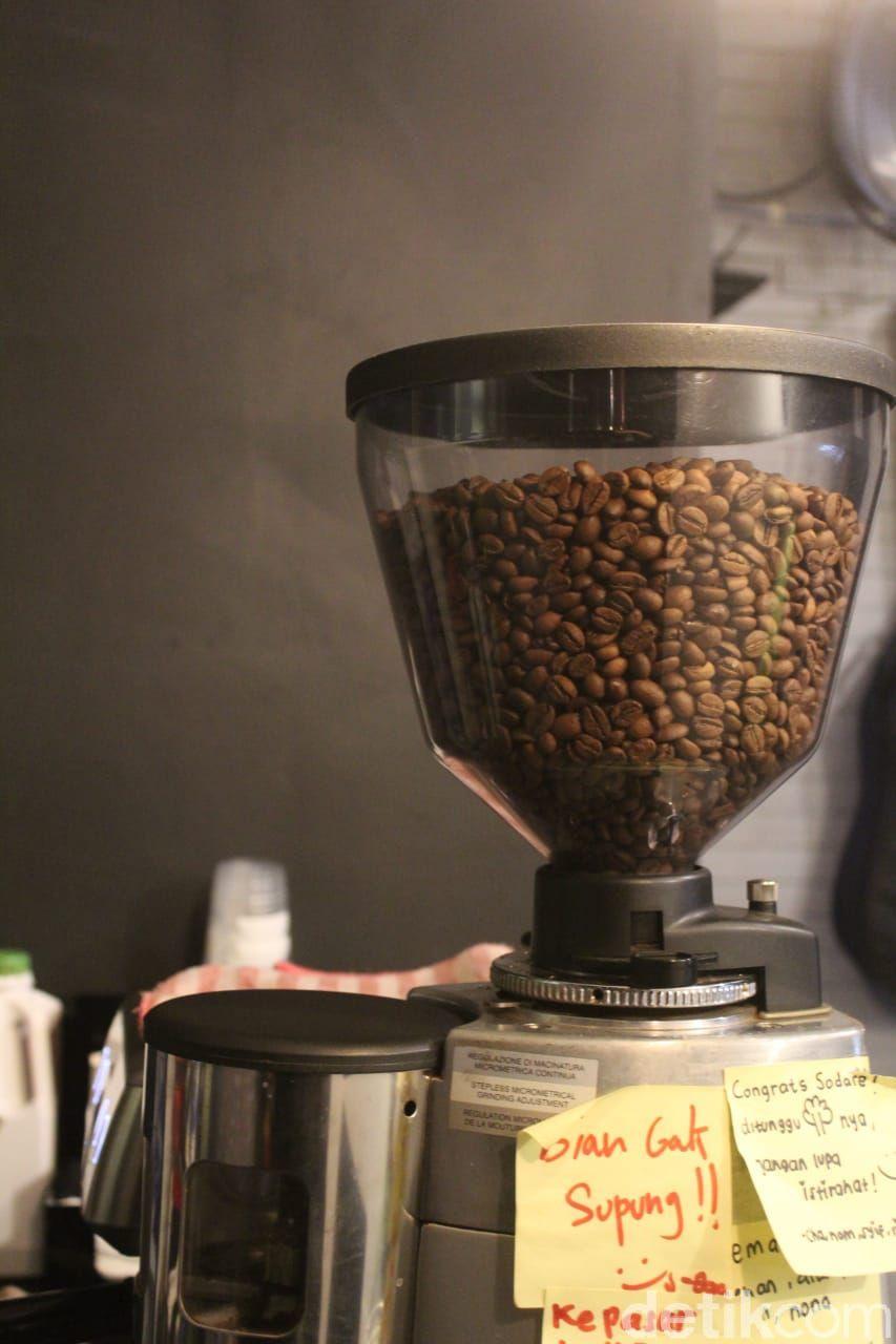 4 anak muda yang sukses dirikan bisnis kedai kopi kekinian