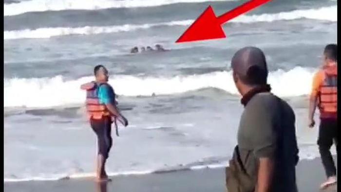 4 wisatawan tergulung ombak di Pantai Parangtritis