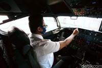 Flight Instrumen adalah instrumen-instrumen yang terdapat di dalam kokpit yang memberikan informasi tentang situasi penerbangan dari pesawat yang sedang dikendalikan, mulai dari informasi ketinggian, kecepatan, dan informasi lainnya yang dibutuhkan.