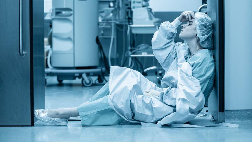 Suka-duka Merawat Pasien COVID-19, Tak Sempat Buka Puasa Saking Repotnya