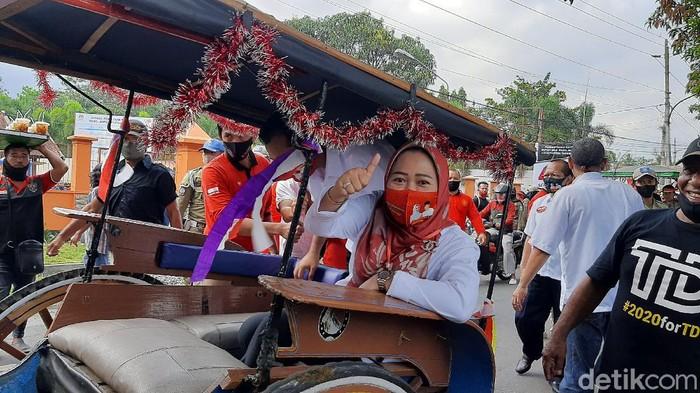 Bupati petahana Purbalingga Dyah Hayuning Pratiwi dan wakilnya Sudono mendaftar Pilkada Purbalingga, Jumat (4/9/2020)