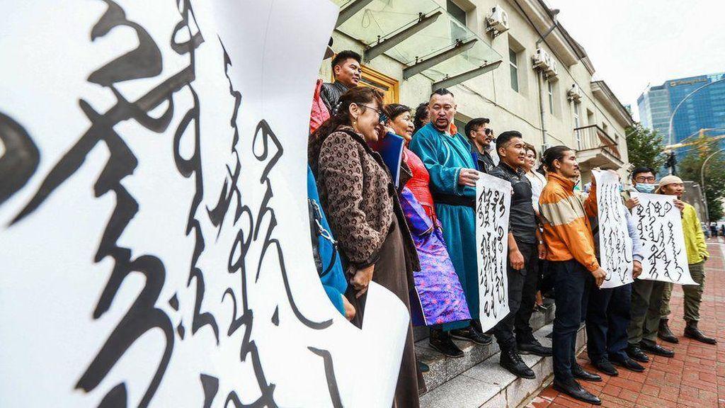 Wajib Mandarin, Etnik Mongolia di China Khawatir Kehilangan Bahasa Ibu