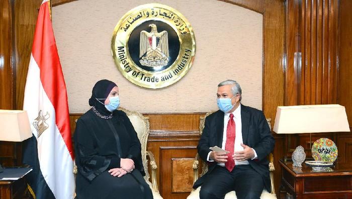 Dubes Helmy Fauzy dan Menteri Perdagangan dan Industri Mesir, Nevine Gamea