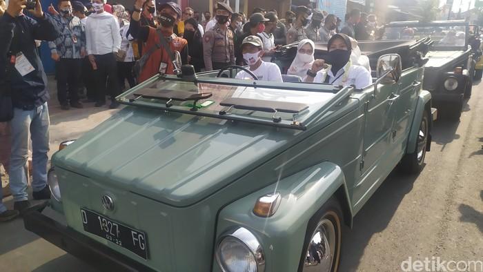 Empat paslon Pilbup Cianjur mendaftar KPU menunggangi mobil hingga delman