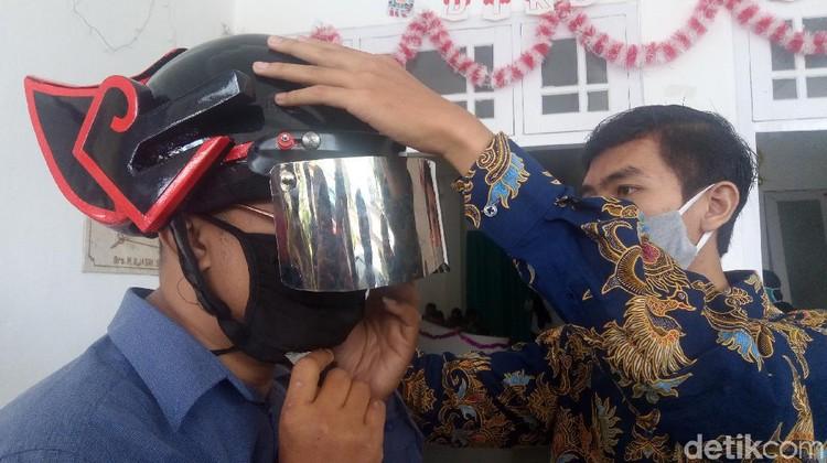 Helm Gatotkaca Pendeteksi Suhu Tubuh