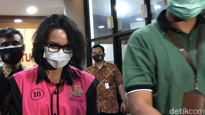 Jaksa Pinangki usai diperiksa 11 jam oleh Kejagung (Tiara/detikcom)