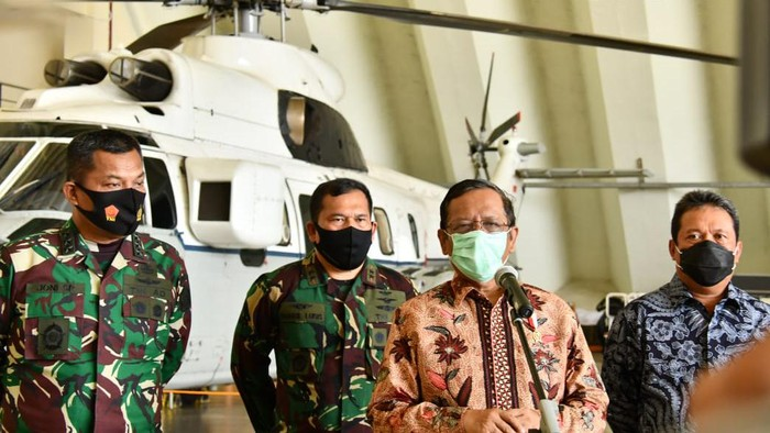 Mahfud Md hadiri simulasi force down pesawat asing bersama TNI AU