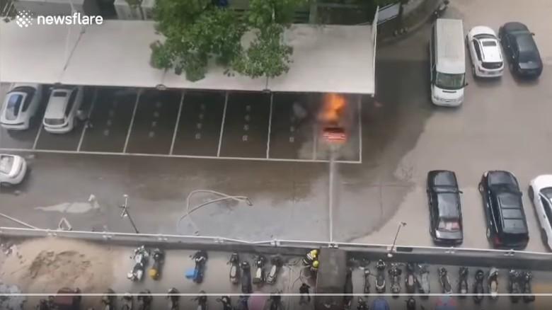 Mobil listrik meledak saat dicharge di China