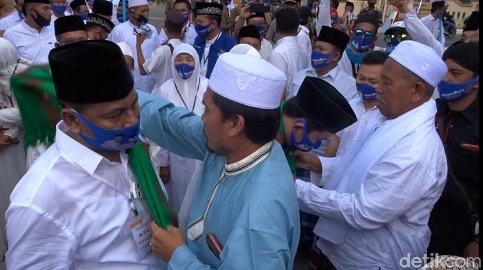 Pasangan Harno-Bayu di Pilkada Rembang, saat mendaftar ke KPU