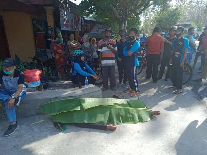 Seorang pria di Ponorogo meninggal saat gowes atau bersepeda bersama teman-temannya di Jalan Raya Mlarak-Suren.