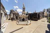 Kuburan-kuburan di tempat ini bukan tanah petakan tapi bangunan megah bergaya neo-gotik. (Getty Images/iStockphoto)