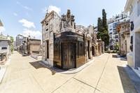 Ada 6.400 bangunan makam megah yang bisa kamu kelilingi di sana. (Getty Images/iStockphoto)