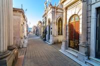 Recoleta Cemetry dibangun pada tahun 1822 sebagai pemakaman umum resmi di kota tersebut. (Getty Images/iStockphoto)