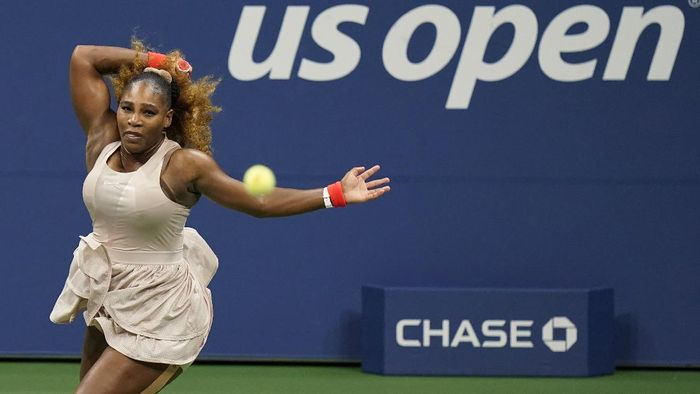 Serena Williams, of the United States, returns a shot to Margarita Gasparyan, of Russia, during the third round of the U.S. Open tennis championships, Thursday, Sept. 3, 2020, in New York. (AP Photo/Frank Franklin II)
