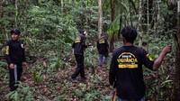 Drone mampu melintasi hutan lebat yang sulit dilakukan dengan berjalan kaki dan. Masyarakat adat pun bisa memantau area yang lebih luas, sambil menghindari konfrontasi berbahaya dengan penebang liar dan perampas tanah.