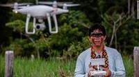 Ismael Menezes Brandao dari kelompok hak adat Comissao Pro-Indio (CPI) mengambil bagian dalam pelatihan drone di Porto Velho, Rondonia, Brasil, pada Desember 2019.Proyek WWF-Kaninde telah menyumbangkan 19 drone kepada 18 organisasi yang terlibat dalam perlindungan hutan di Amazon.